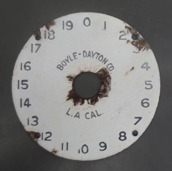 2010Gallery1/BoyleDaytonGasPumpFaceDial1Before.jpg
